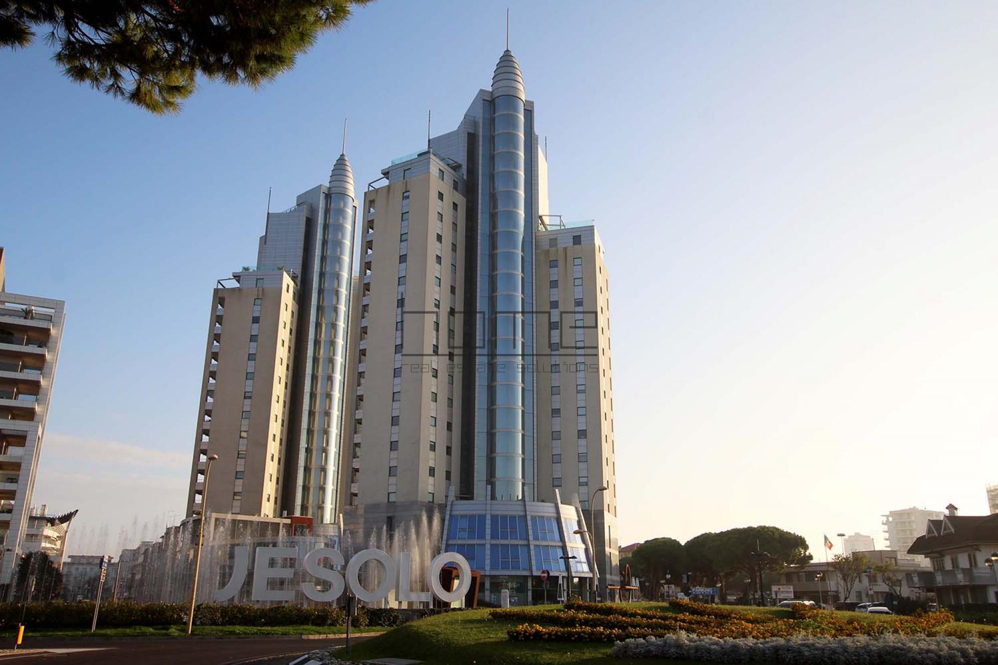 Home res appartamenti in affitto e case in vendita a jesolo for Case in vendita con appartamento seminterrato